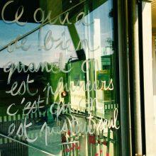 Graffiti sur une vitrien