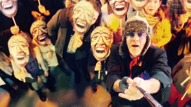 Selfie collectif de masques avec Jacques Bonnaffé