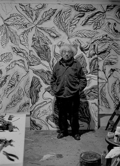 Henri Cueco, peintre, portrait en pied