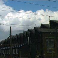 Sheds de l'usine de Fives sur fond de ciel nuageux