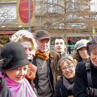 Les amis à l'écoute du guitariste et chanteur Gérard Buisine – photo Jean Lespinasse